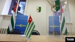 Инициаторы референдума о досрочных выборах президента Абхазии вчера заявили о том, что уже собрано более семи тысяч подписей из необходимых 10 тысяч