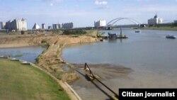 В Астане в Есиль сливают канализационные воды