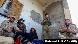 Бойцы проправительственных сил к югу от Триполи. 12 января 2020 года.