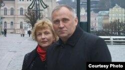 Мікола Статкевіч з жонкай Марынай Адамовіч, архіўнае фота
