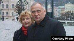 Мікалай Статкевіч з жонкай Марынай Адамовіч, архіўнае фота