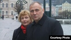 Belarusian opposition leader Mikalay Statkevich (right) with his wife, Maryna Adamovich