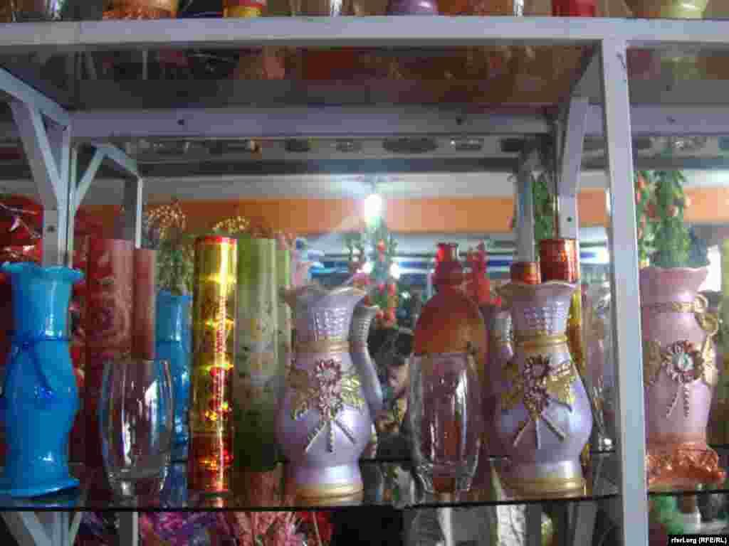 Афганские магазины во время празднования Дня всех влюбленных, 14 февраля.