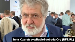 Ігор Коломойський роздає коментарі під час форуму YES, 13 вересня 2019
