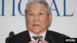 Серікболсын Әбділдин, Қазақстан Коммунистік партиясының төрағасы. Алматы, 14 қазан 2009 жыл.
