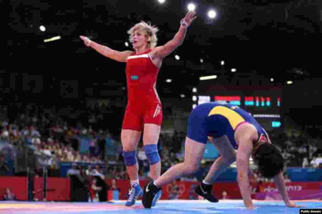 Бронзовый призер Олимпиады-2012 в греко-римской борьбе Гюзель Манюрова в последнем победном поединке. Лондон, 9 августа 2012 года.