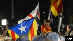 "Spain -- A child holds up the ""Estelada"" (pro independence Catalan flag) during a gathering following the close of polls for the regional elections, in central Barcelona on September 27, 2015. Separatists pushing to make Catalonia independent from Spain w"