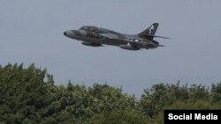 Hawker Hunter, який брав участь в авіашоу, впав на автобан А27 (Фото vantagenews.co.uk)