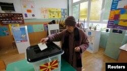 Голосування на одній з виборчих дільниць у Македонії, 11 грудня 2016 року