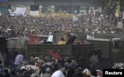 Каирдегі Тахрир алаңындағы үкіметке қарсы наразылық акциясы. 2 ақпан 2011 жыл.