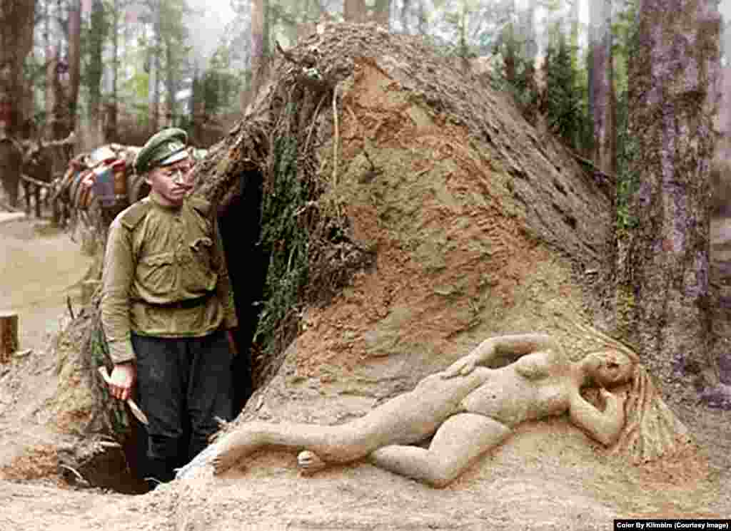 "A Russian soldier and his ""sculpture of moist sand"" in World War I."