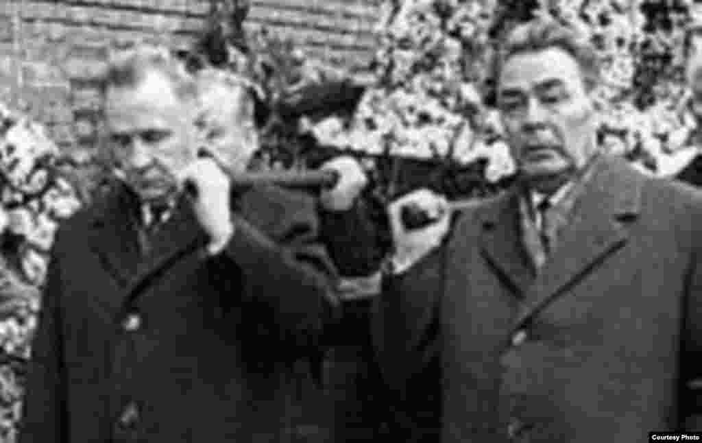 Russia -- dual power 01Mar2008 - kosygin and Brezhnev serving as pallbearers at Gagarin's funeral