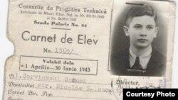 Carnetul de elev al lui Samuel Cervinschi, singurul său act de identitate în 1943-1944, care i-a salvat viaţa în timp ce se ascundea la Bucureşti.