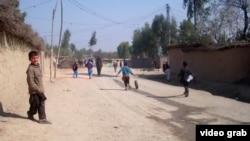 Дети в лагере афганских беженцев в Пакистане