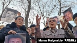 Участники акции в сквере на пересечении улицы Желтоксан и улицы Махатмы Ганди. Алматы, 26 февраля 2020 года.
