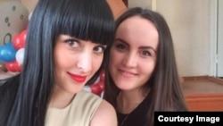 Марина Андреева (Маринэ) и Анна Ижетникова (Акăшпи) учат детей любить чувашский язык