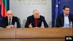 """Премиерът Бойко Борисов похвали отговорното поведение на """"най-големите в IT бизнеса"""". Отдясно е Илия Кръстев, председател на АIBEST"""