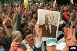 Многотысячный митинг в Киеве 25 августа, на следующий день после провозглашения независимости страны