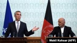 ینس استولتنبرگ سرمنشی ناتو حین کنفرانس مطبوعاتی با رئیس جمهور غنی در کابل