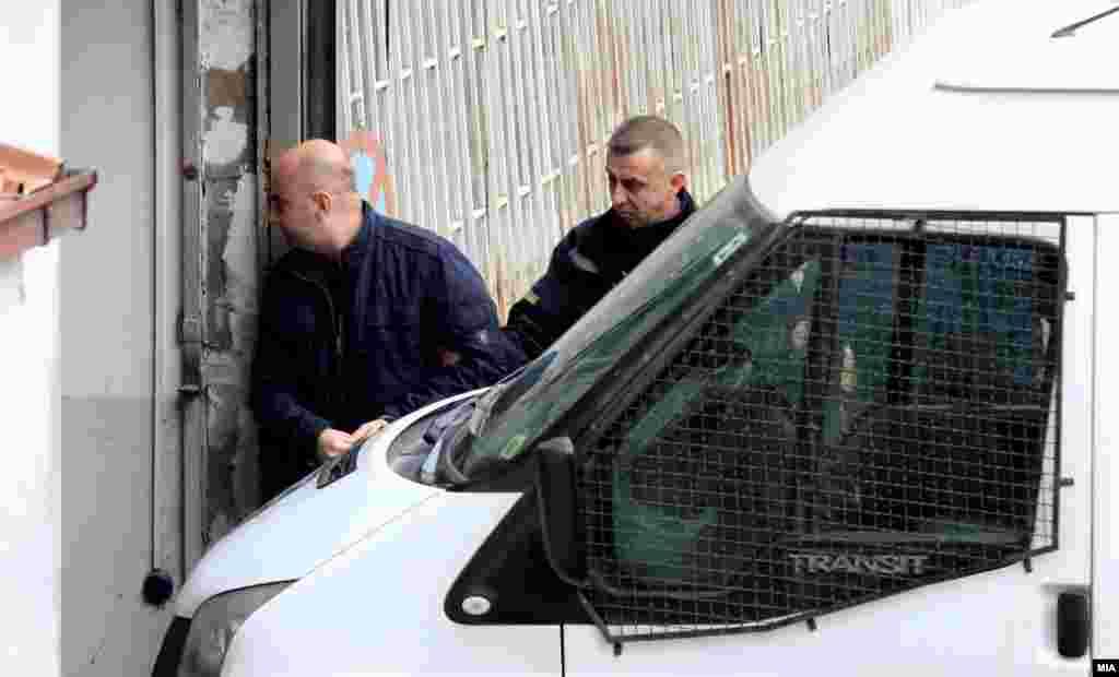 МАКЕДОНИЈА - Една нова дополнително предложена снимка од Основното јавно обвинителство и две веќе емитувани снимки во Кривичниот суд повторно се гледаа на барање на одбраната на рочиштето за нападот врз пратеникот Зијадин Села во Собранието на 27 април.