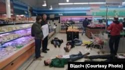 """Акция """"Не покупай у оккупантов"""" в киевском супермаркете"""
