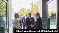 Станіслаў Зась у сядзібе Бюро Нацыянальнай Бясьпекі Польшчы, Варшава
