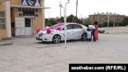 Украшение автомобиля к рождению ребенка, Ашхабад (иллюстративное фото)