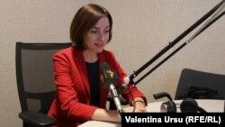 Maia Sandu în studiourile Europei Libere de la Chișinău.