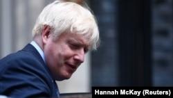 Boris Johnson, în drum spre Palatul Westminster, sediul Parlamentului britanic, unde va avea o nouă confruntare cu opoziția, care este majoritară în acest moment