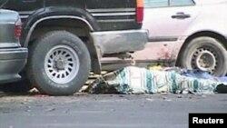 Оқиға орнында жатқан мәйіт. Тараз, 12 қараша 2011 жыл.