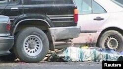 Террорлық шабуылдан қаза тапқан адам. Тараз, 12 қараша 2011 жыл. (Көрнекі сурет)