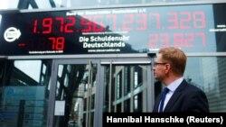 """""""Часы госдолга"""" в Берлине. 22 декабря 2017 года."""