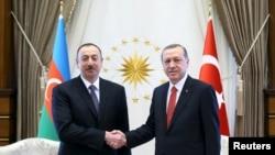 Ильхам Алиев (слева) и Реджей Таййип Эрдоган