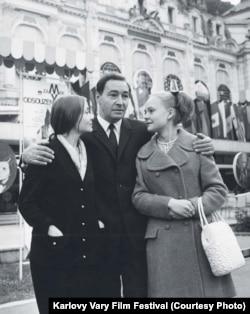 Жанна Болотова, Вячеслав Тихонов и Наталья Белохвостикова, 1970