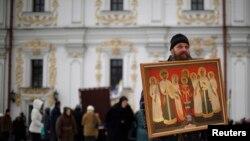 În fața catedralei Pecherskaya Lavrade la Kiev...