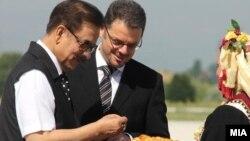 Архивска фотографија: Индискиот милијардер Субрата Рој ја посети Македонија и се сретна со вицепремиерот и министер за финансии Зоран Ставрески на 15 јуни 2012 година.