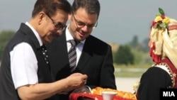 Архивска фотографија: Индискиот милијардер Субрата Рој ја посети Македонија и се сретна со вицепремиерот и министер за финансии Зоран Ставрески.