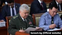 Глава ГКНБ Орозбек Опумбаев и глава МВД Кашкар Джунушалиев.