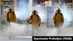 Москва шаҳридаги Киев вокзалида олиб борилаётган дезинфекция ишлари.