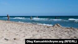 Пляж біля Мирного, архівне фото