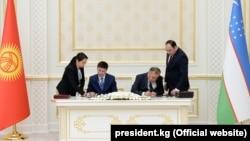 Подписание меморандума о взаимопонимании между «Нацэнергохолдингом» Кыргызстана и «Узбекгидроэнерго» по сотрудничеству в области реализации проекта строительства Камбаратинской ГЭС – 1. Ташкент, 6 октября 2017 года.