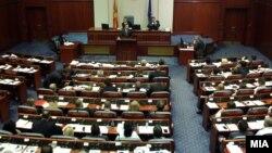 Архивска фотографија: Собраниска седница за избор на преодна Влада