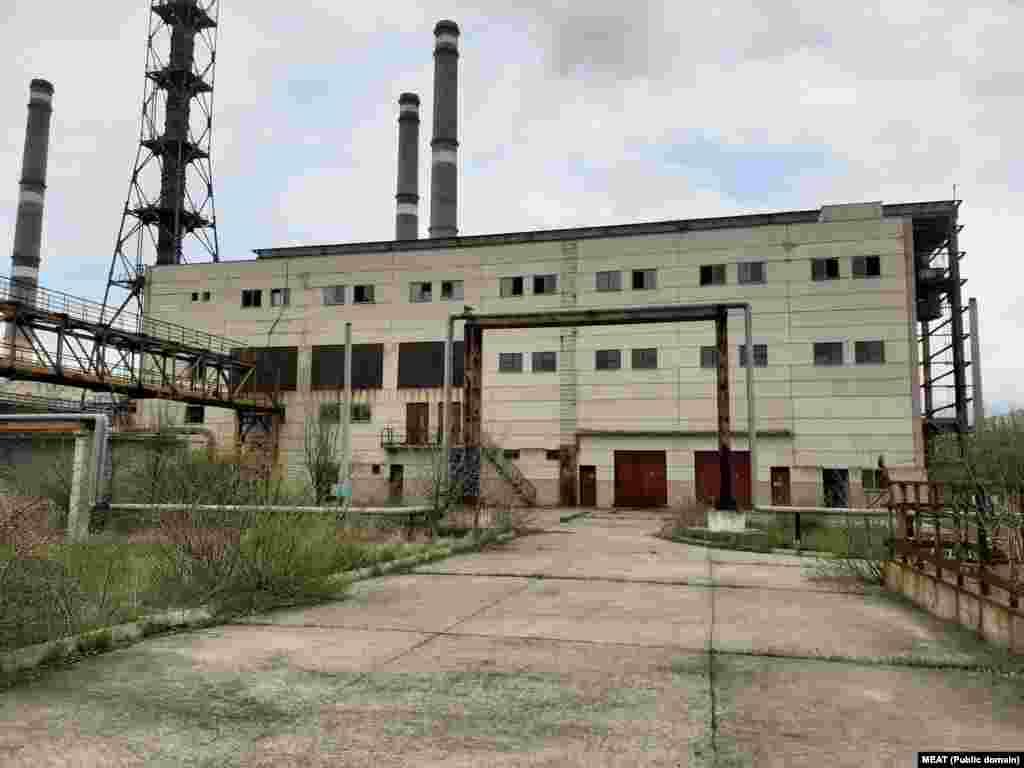 1986 року Румунія заплатила 640 мільйонів «перевідних рублів» часів соціалізму – еквівалент приблизно 1 мільярда доларів – за будівництво комбінату.
