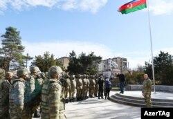Prezident İ.Əliyev Şuşada hərbçilər qarşısında çıxış edir.