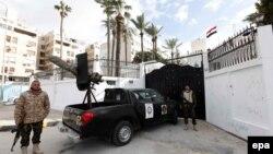 Вооруженные сотрудники сил безопасности Ливии в Триполи.