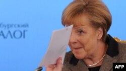 Оьрсийчоь-- Оьрсийн-Немцойн форумехь йистхуьлуш ю Германин канцлер Меркел Ангела, Москох, Крем, 16Лах2012