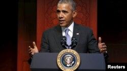Президент США Барак Обама выступает в Исламском обществе Балтимора в мечети в Катонсвил, Мэриленд 3 февраля 2016 года
