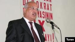 Sərdar Cəlaloğlu: «Demokrat Partiyası rəsmən öz siyasi kursunu bu gün dəyişdi»