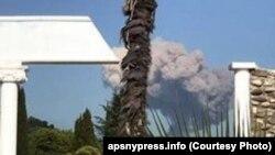 Стовп диму над місцем вибуху, 2 серпня 2017 року