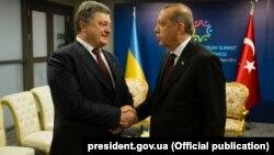 Архивное фото: Петр Порошенко и Реджеп Тайип Эрдоган на встрече в Стамбуле